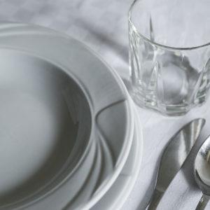 Étkészlet és tányérok